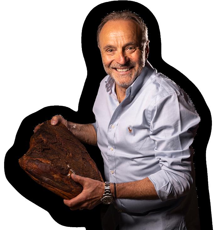 Karl Bernardi präsentiert stolz seinen Schinkenspeck